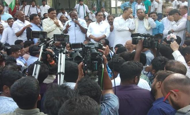 Congress-JD(S) leaders on Bengaluru sreets