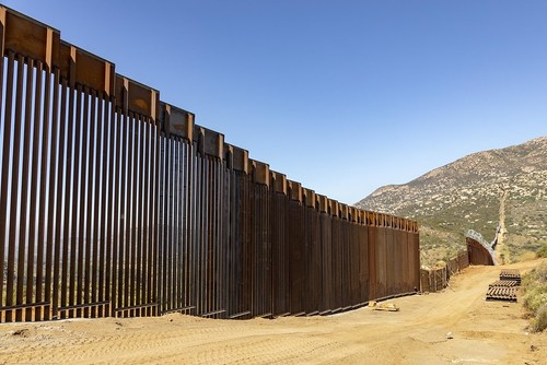 Construction crews continue work on the new border wall. Photo by Mani Albrecht. Public Domain.
