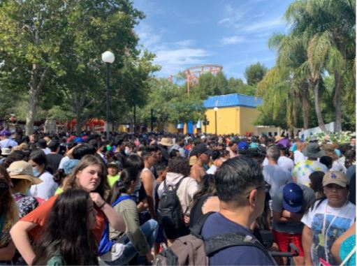The crowd outside Magic Mountain and Hurricane Harbor, From Uploaded